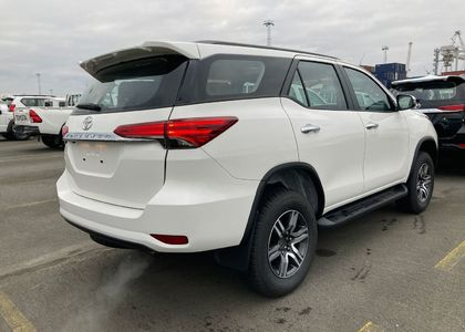 Toyota Fortuner 2.7L AT Medium