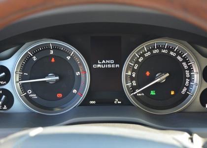 Toyota Land Cruiser 200 4.5TD V8 VX