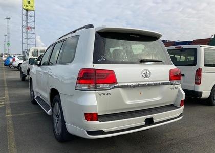 Toyota Land Cruiser 200 5.7L VX-R 20''
